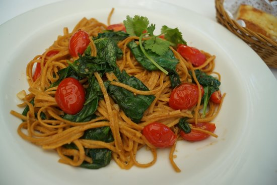La Dolce Vita downtown : <<<linguini made with chipotle with mushrooms, spinach and grape tomato aglio-olio