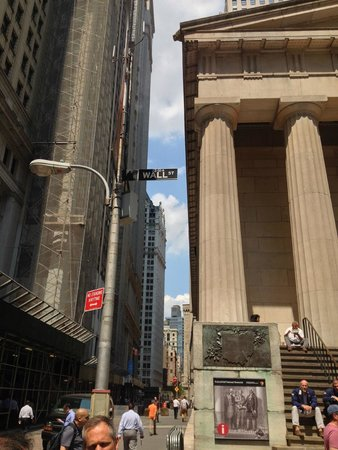 OnBoard New York Tours: Wall Street