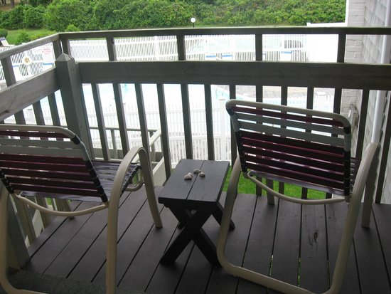 Surfcomber on the Ocean: porch overlooking pool