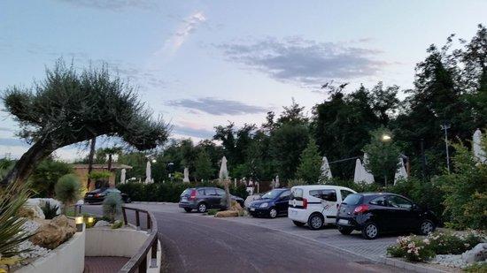Relais Bellaria Hotel & Congressi: parking hotel