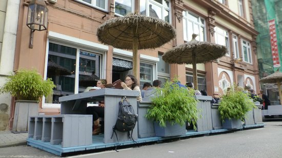 Im Herzen Afrikas: Terrasse on the street