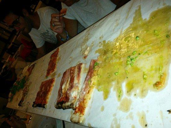 Il Fornaretto: Pizza da 4 .... Ottima
