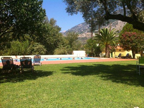 Idi Hotel: Swimming pool