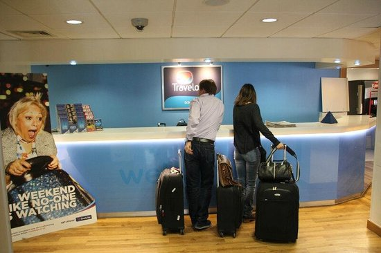 Travelodge Edinburgh Central: Hotel-Recepción