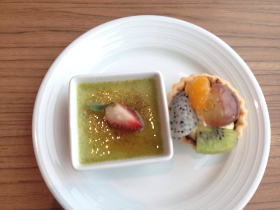 Eastin Grand Hotel Sathorn: Green tea creme brûlée - executive level yummies.