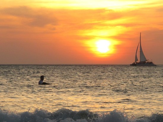 Witch's Rock Surf Camp: Sunset surfing