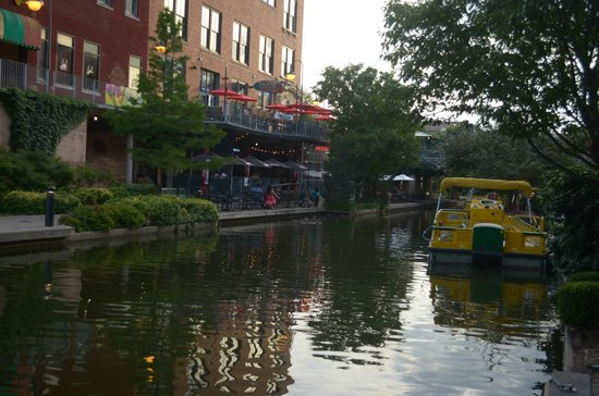 Bricktown Water Taxi: il canale ed il taxi