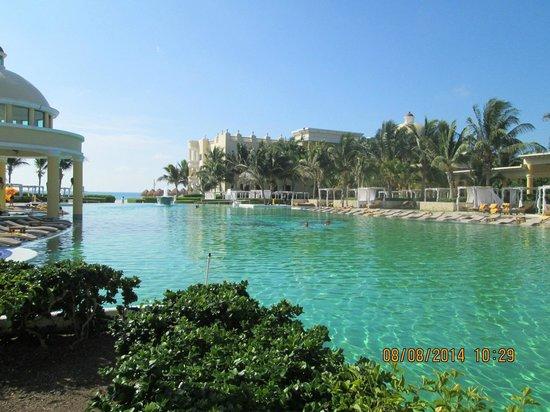 Iberostar Grand Hotel Paraiso: Pool Area