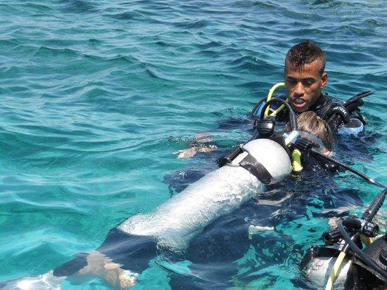 New Son Bijou Diving Center: Khaled med en nybegynder
