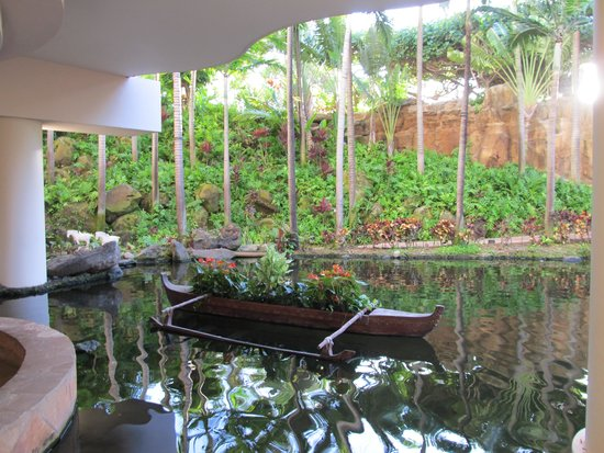 The Westin Maui Resort & Spa: The lobby pond