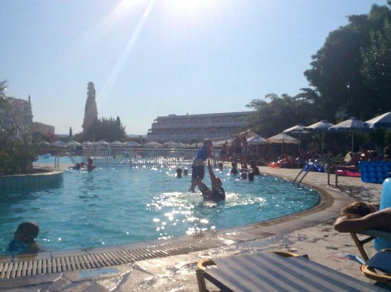 Sun Palace Hotel: Family pool