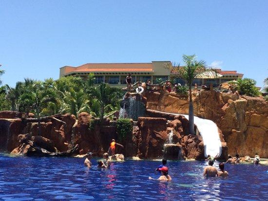 Hotel Marina El Cid Spa & Beach Resort : Alberca principal y toboganes