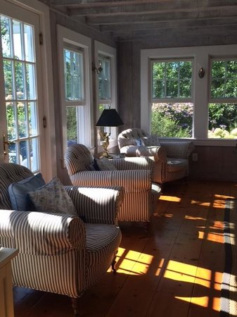 A Little Inn on Pleasant Bay : The living room