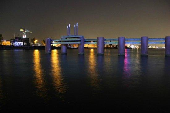 Amstel Botel: De nuit, au ras de l'eau