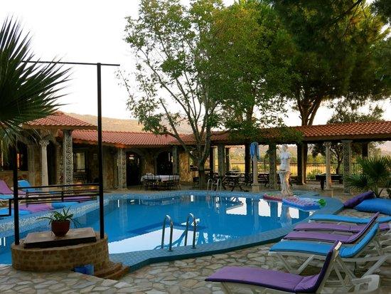 Atilla's Getaway: Outdoor oasis
