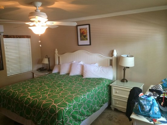 Lime Tree Bay Resort: King size bed in deluxe room 118