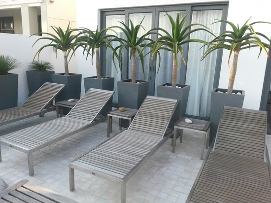 Dysart Boutique Hotel: Hotel deck/pool area