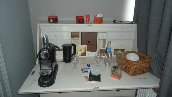 Le Vaudeville - Chambres d'Hotes : Tea and coffee facilities