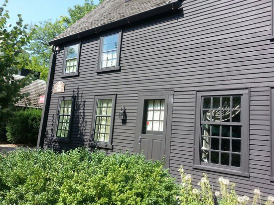The House of the Seven Gables : House of the seven gables