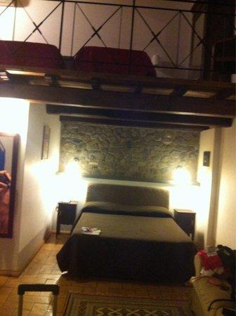 Residenza d'Epoca Pietra di Ponente: camera matrimoniale con 2 letti
