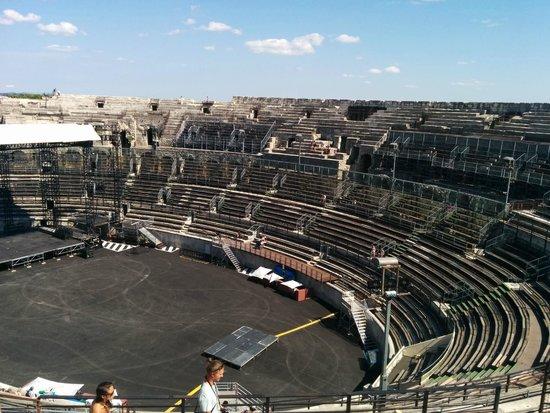 Arènes de Nîmes : vue depuis les arênes