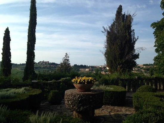 Villa Le Barone : Beautiful garden with great view
