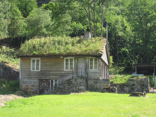 Olden cycle ride - grass roofed house