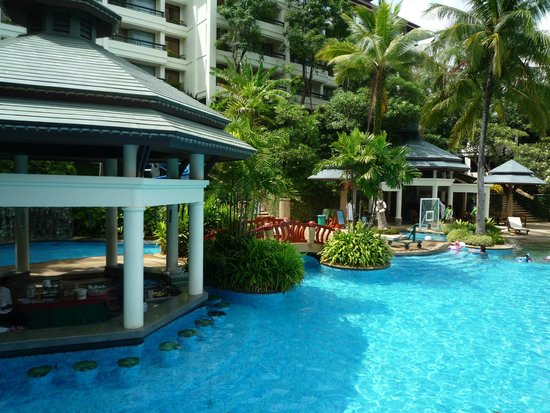 Diamond Cliff Resort and Spa: Une des piscines