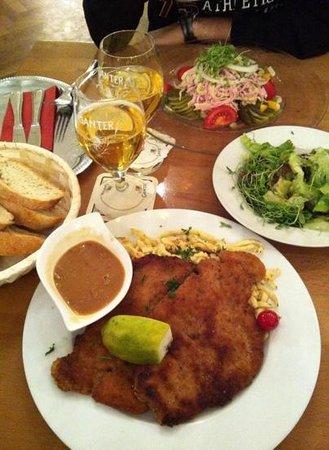 Der Kaiser: cotoletta, spatzle e insalata