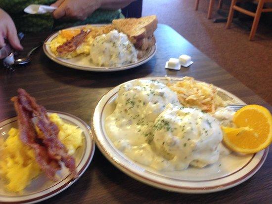 Duke's SlickRock Grill: MASSIVE biscuits breakfast