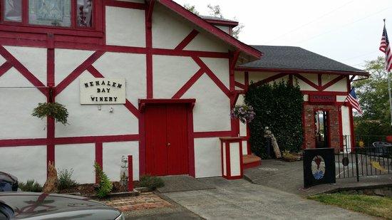 Nehalem Bay Winery: The front entrance