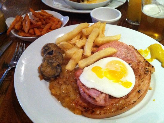 Cuan Mor: Succulent Gammon with Sweet Potatoe fries, just so nice.
