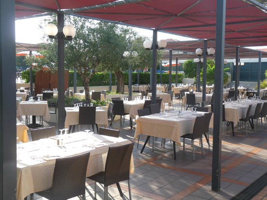 Sporting Club: terrasse du restaurant
