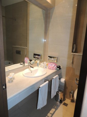 Amalia Hotel: Bathroom