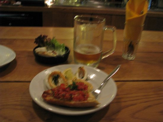 Tasca Bellota : Calamares, pan con tomate y la cerveza
