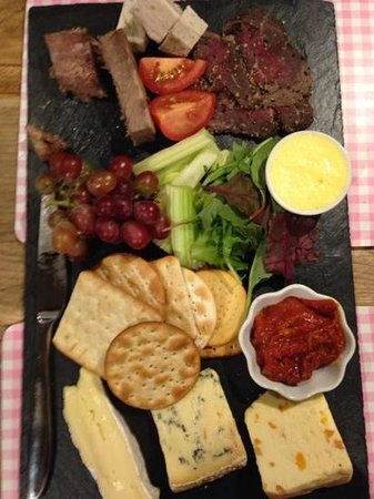 The Blacksmiths Arms: Ploughman's platter