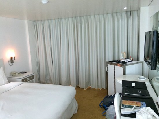 Imperial Palace Boutique Hotel: my room, view was to north. cozy but functional for leisure stay