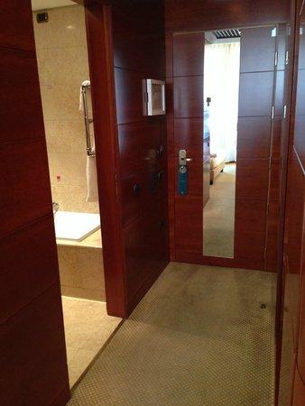UNA Hotel Cusani: Room Entryway
