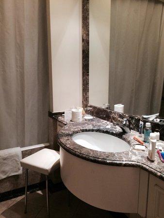 Hotel Dei Mellini: Modern bathroom
