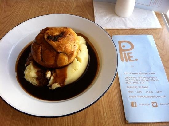 The Hull Pie: pulled pork pie