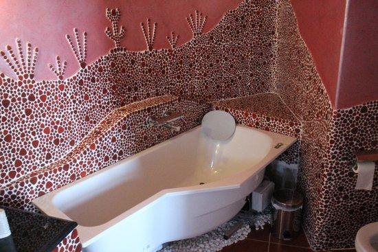 Ira Hotel & Spa: Banheira na suíte