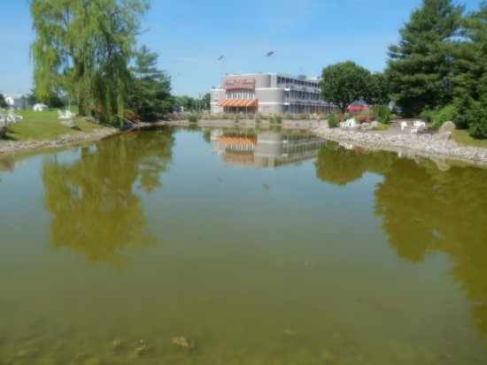 Fulton Steamboat Inn : beautiful landscaping