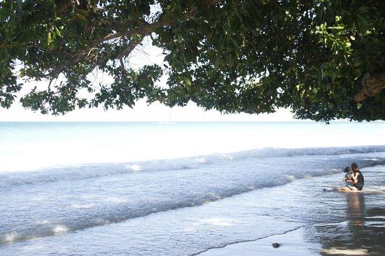White Beach: 7