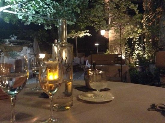 Le Mas d'Entremont: dîner au restaurant du Mas d'Entremont coté terrasse