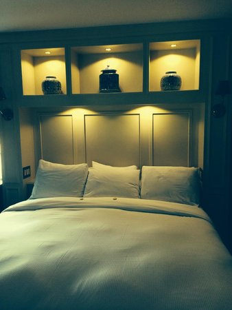 Napa River Inn at the Historic Napa Mill: turndown service