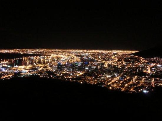 Signal Hill: 素晴らしい夜景です!!