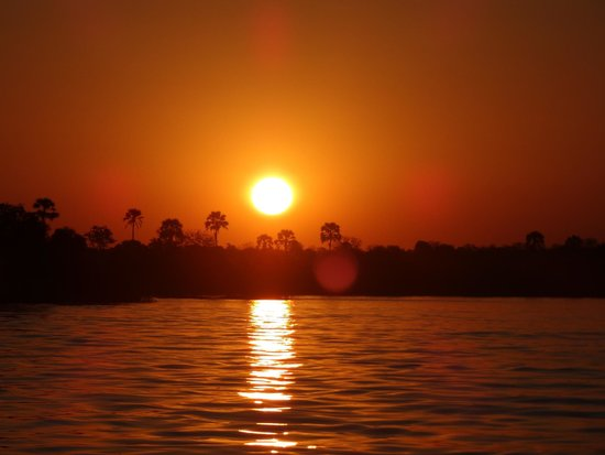 Ilala Lodge: Sunset in the Zambezi River