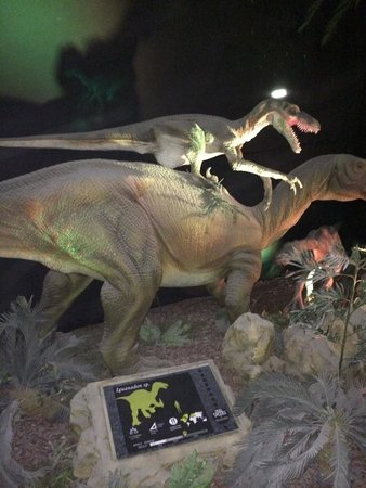 Zoomarine Algarve : The Era dinosaur exhibit (animatronic)