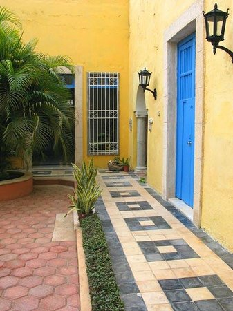 Las Arecas is a guesthouse in an original family colonial home