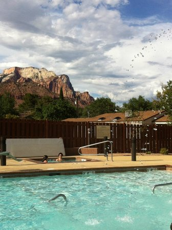 Hampton Inn & Suites Springdale Zion National Park: View from pool